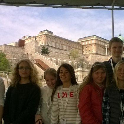 Los chicos con el Castillo en Budapest